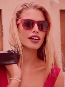 Luce unas gafas de sol diferentes cada día como Jessica Goicoechea