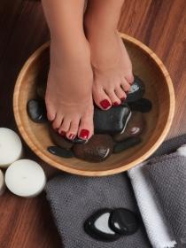 Cómo disimular unas uñas de los pies muy feas