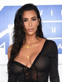 Así se consigue el sencillo pelo de playa de Kim Kardashian
