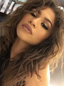 Maquilla tus cejas como Zendaya para una mirada única