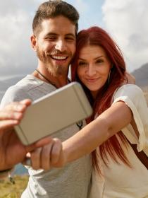 Las parejas más felices son las que menos aparecen en las redes sociales