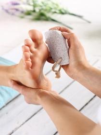 5 cosas que tienes que saber antes de usar piedra pómez para los pies