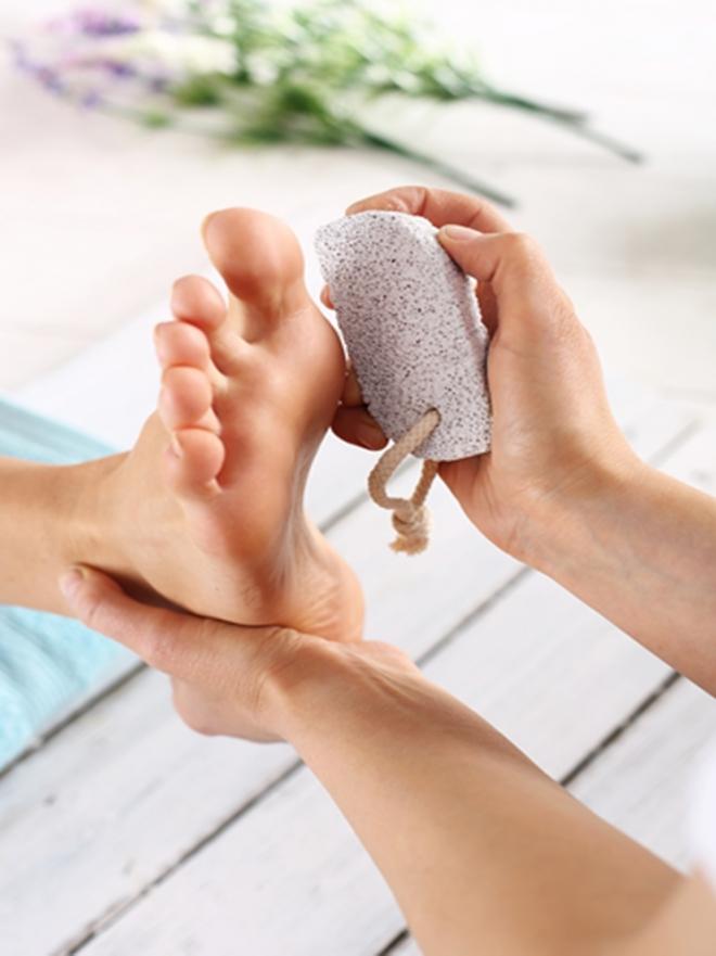 5 cosas que tienes que saber antes de usar piedra pómez para los pies 3e74b5a7aeb