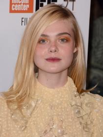 Maquila tus ojos en tonos naranjas como Elle Fanning
