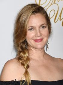 Peinados fáciles en eventos: trenza de lado de Drew Barrymore