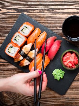 Por qué deberías tomar sushi con moderación en la dieta