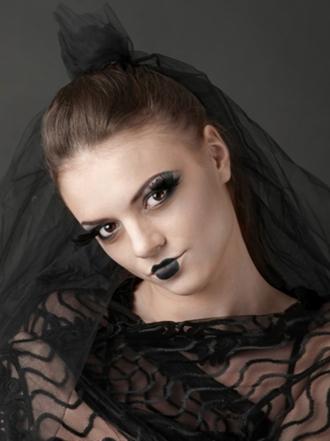 Cómo hacer un maquillaje de viuda negra para Halloween paso a paso