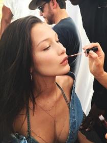 Copia la rutina de maquillaje de Bella Hadid para el día a día