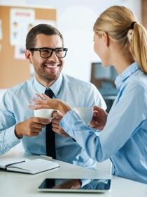 Hechizo de amor para conseguir enamorar a tu compañero de trabajo