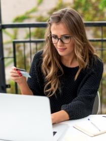 Soñar con comprar por Internet: ¿tienes lo que necesitas?