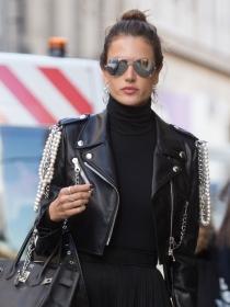 Cómo lucir un look rockero y elegante a lo Alessandra Ambrosio