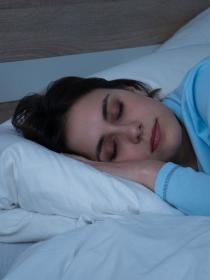 Soñar con tener mucho sueño: necesitas descansar