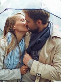 Cómo besa cada signo del zodiaco según el horóscopo