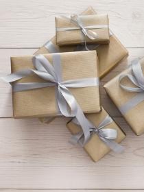 El significado de soñar con comprar muchos regalos