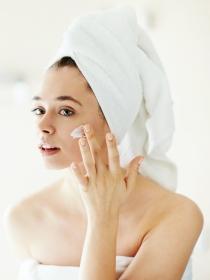 Cuidados faciales naturales para una piel muy seca
