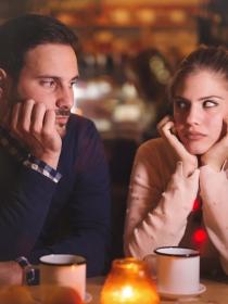 Por qué algunas parejas continúan juntas por inercia