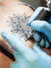 Tatuajes: cómo borrar tattoos con láser