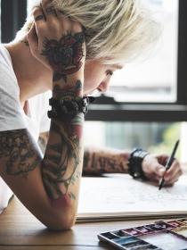 Qué tatuajes te vienen mejor según tu rango en el trabajo