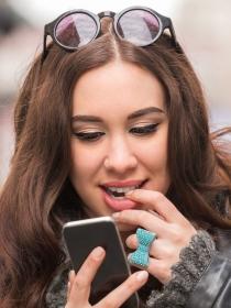 Por qué mandar mensajes calientes en pareja puede revitalizar el amor