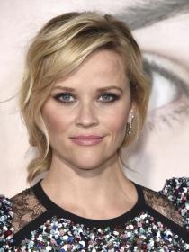 Cómo aplicar brillo de labios a lo Reese Witherspoon