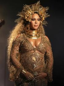 Cómo llevar un vestido de fiesta embarazada a lo Beyoncé