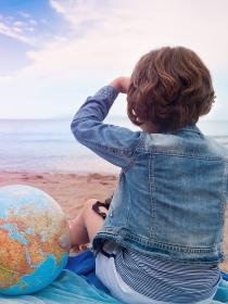 Soñar con viajar muy lejos: entre la aventura y la huida
