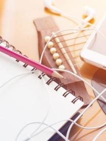 Soñar con escribir canciones: cántale a la vida