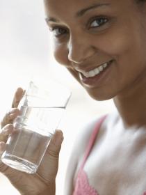 7 señales que indican que deberías beber más agua