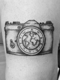8 tatuajes estupendos para amantes de la fotografía