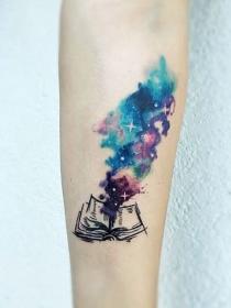 Los tatuajes más bonitos para mujeres que leen