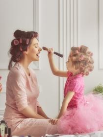 Soñar con volver a ser madre: tus sueños te obligan a replantearte tu vida