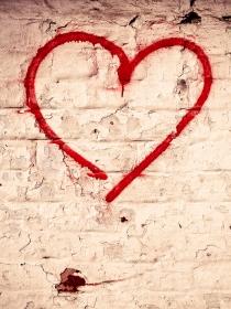 Hechizos de amor y amarres: sus diferencias