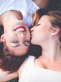 El significado de tus sueños eróticos con otras mujeres