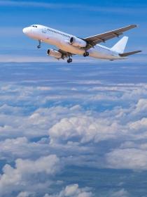 Soñar que pilotas un avión: sueña a lo grande