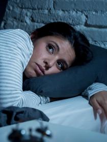 Soñar que no puedes dormir: el insomnio en sueños