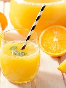 Fruta entera vs fruta en zumo: ¿igual de saludable?