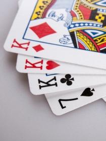 Soñar con una baraja de cartas: jugando con los sueños