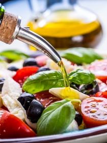 ¿Cómo se aliña bien la ensalada?