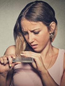 Se me cae el pelo, ¿tengo alopecia femenina?
