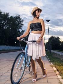 El truco definitivo para montar en bicicleta con falda o vestido