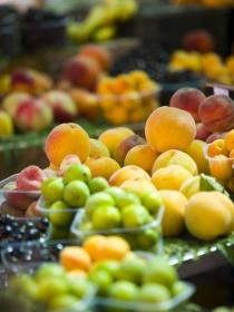 ¿Tomar fruta por la noche es un hábito saludable?