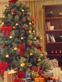 Decora tu árbol de navidad con adornos fáciles de hacer