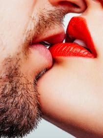 Aprende a dar un beso apasionado de película