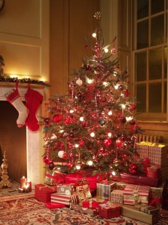 Poner el árbol de Navidad con mucho tiempo antes te hace más feliz