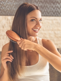 Cómo limpiar y lavar los cepillos de pelo y los peines