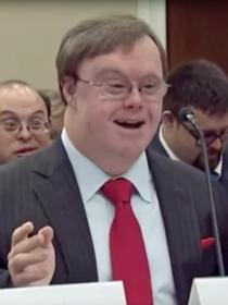 Este hombre con síndrome de Down te hará pensar sobre la verdadera felicidad