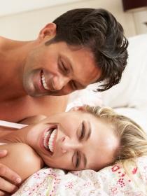 Estas son las 8 cosas que las parejas felices hacen antes de dormir