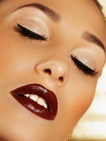 Maquillaje burgundy, el color burdeos también en tus ojos