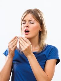 El peligro de aguantarse el estornudo
