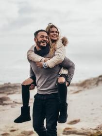 Acuario en el amor: el signo más espontáneo del horóscopo